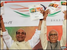 Mr Advani (r) and BJP President Rajnath Singh