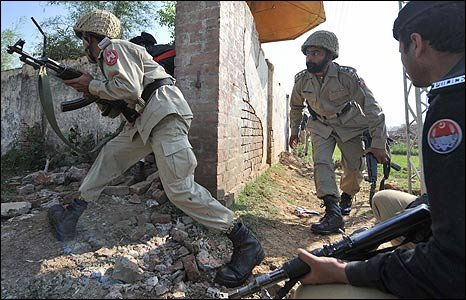 Pakistani paramilitary soldiers and policemen enter the police training school in Lahore (Photo: Arif Ali/AFP/Getty Images)