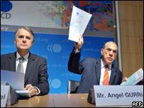 �ngel Gurr�a, secretario general de la OCDE, en conferencia de prensa en Par�s