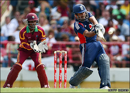 Ravi Bopara pulls a ball from Darren Sammy for six