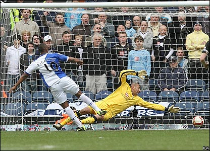 Blackburn equalise as Benni McCarthy slots home Chris Samba's cross