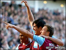 Junior Stanislas (l) James Tomkins and Mark Noble celebrate West Ham's second