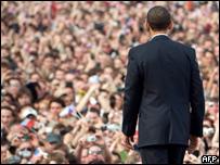 El presidente de EE.UU., Barack Obama, frente a una multitud en Praga