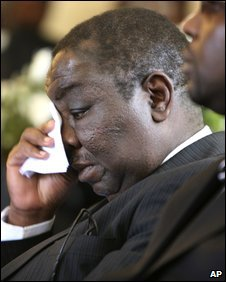 Morgan Tsvangirai wipes tears from his eyes during a church service in Harare, file pic from March 2009