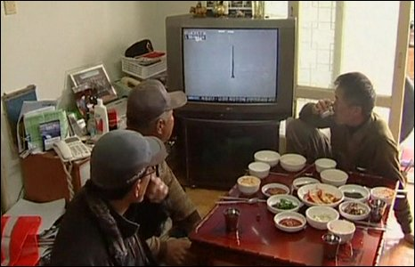 South Koreans watching the launch