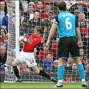 United's Darren Fletcher deflects the ball on to the post