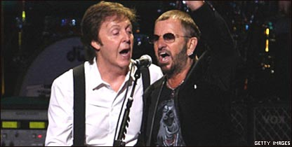 Paul McCartney y Ringo Starr cantando juntos