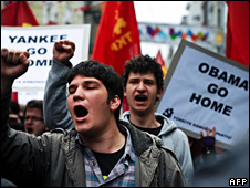 Anti-US protesters in Istanbul (6 April 2009)