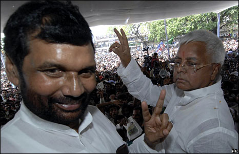 Ram Bilas Paswan and Laloo Prasad Yadav at an election rally