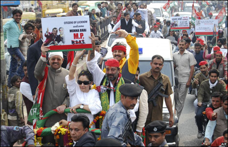 Sanjay Dutt campaigning in Lucknow