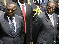 MDC leader Morgan Tsvangirai (L) and President Robert Mugabe in Harare on 14 March 2009
