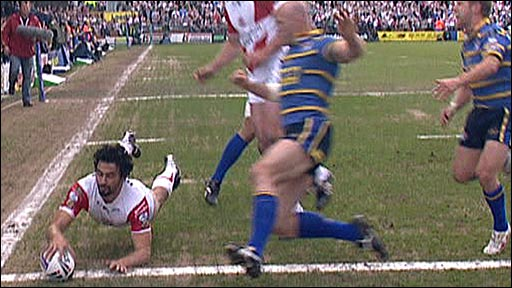 Ade Gardner touches down for St Helens