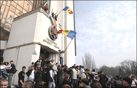 Student protesters outside Moldova's parliament buildings