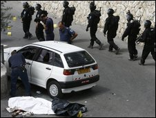 Israeli Police inspect on April 7, 2009 the scene where a Palestinian man was killed by Israeli fire