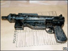 Sub-machine gun found in bushes