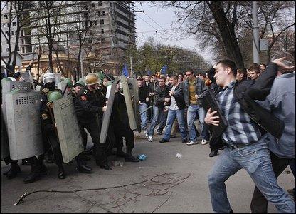 Protesters fight police in Chisinau, Moldova