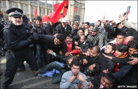 Police and Tamil protesters