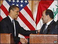 US President Barack Obama greets Iraqi Prime Minister Nouri al-Maliki in Iraq (07/04/2009)