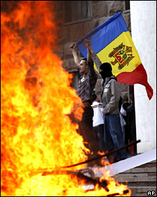 A fire outside the Moldovan parliament (7 April 2009)