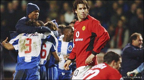 Porto celebrate after knocking Manchester United out of the 2004 Champions League