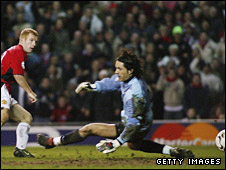 Scholes scores against Porto but the goal was incorrectly disallowed for offside