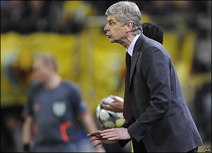 Wenger gives instructions to his players