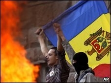 Protesters with Moldovan flag
