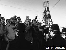 Striking miners picketing at Tilmanstone Colliery in Kent