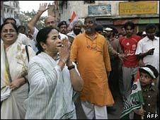 Trinamul Congress leader Mamata Banerjee campaigning in Calcutta 7 April 2008