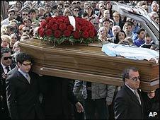 Funeral service for earthquake victim Giuseppe Chiavaroli, in Loreto Aprutino, central Italy (08/04/2009)