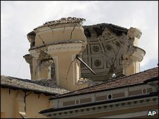 Damage to the L'Aquila Duomo church in central Italy (06/04/2009)