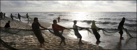 Fishermen on Gaza beach (April 2009)