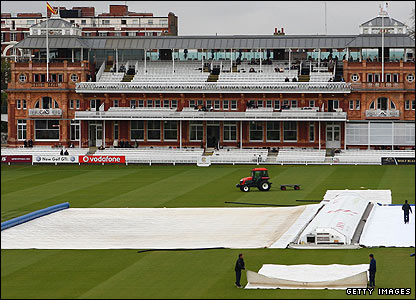 Groundstaff bring out the covers at Lord's