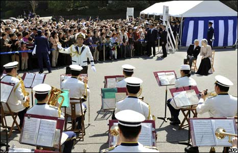 Musicians from the Imperial Guard perform for the imperial couple, Tokyo, 10/04