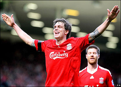 Agger celebrates the third goal
