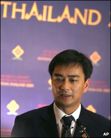 Mr Abhisit addresses news conference in Pattaya
