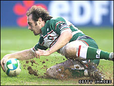 Julien Dupuy touches down under the posts against Bath