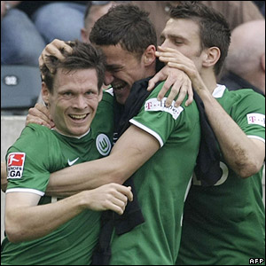 Sascha Riether scores a late winner for Wolfsburg