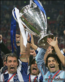 Porto celebrate their 2004 Champions League success