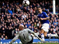Everton's Tim Cahill scores