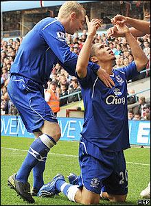 Pienaar celebrates his goal