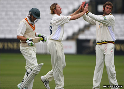 Callum Thorp (centre) is congratulated by Liam Plunkett (right) after dismissing Stephen Moore (left)