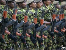 Sri Lankan police commandos on parade in Colombo, 10 April 2009