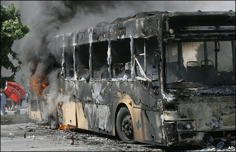 Burnt out bus in Bangkok on 13/4/09