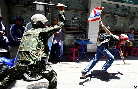 A soldier chases a protester in Bangkok on 13/4/09