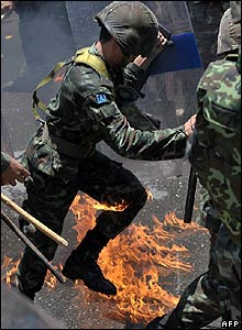 Thai soldier hit by a molotov cocktail in Bangkok on 13/4/09