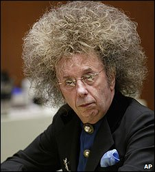 Phil Spector in court in Los Angeles (May 2005)