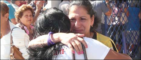 Emotional reuinions at Havana airport