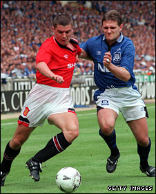 Andy Hinchcliffe tussles with Roy Keane