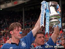 Duncan Ferguson and Paul Rideout parade the FA Cup around Wembley